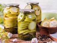 Кисели тиквички с копър, оцет и чесън в буркани без варене (с аспирин)